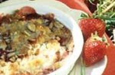Knäckig rabarber- och jordgubbspaj