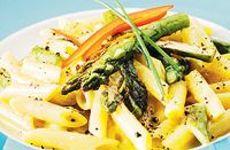 Pasta med stekt sparris och svartpeppar