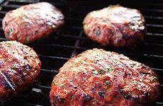 Rökiga hamburgare med BBQ-sås
