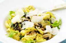 Gräddig pasta med svamp och bacon