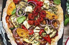 Vegetarisk pizza med halloumi