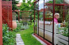Så gjorde Christina sin trädgård till en helt egen värld