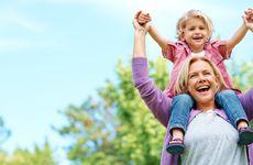Forskare: Passa barnbarnen ofta – så kan du slippa alzheimer
